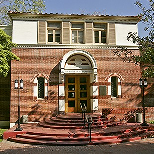 http://hospitality.usc.edu/wp-content/uploads/2015/05/01_town_gown_exterior-310x310.jpg