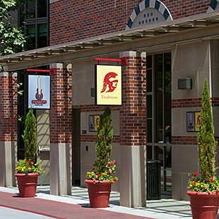 http://hospitality.usc.edu/wp-content/uploads/2015/07/traditions_exterior-310x310.jpg